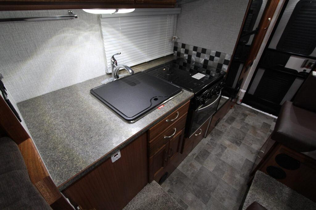 Northern Lite Sportsman Plus 8-11 Kitchen