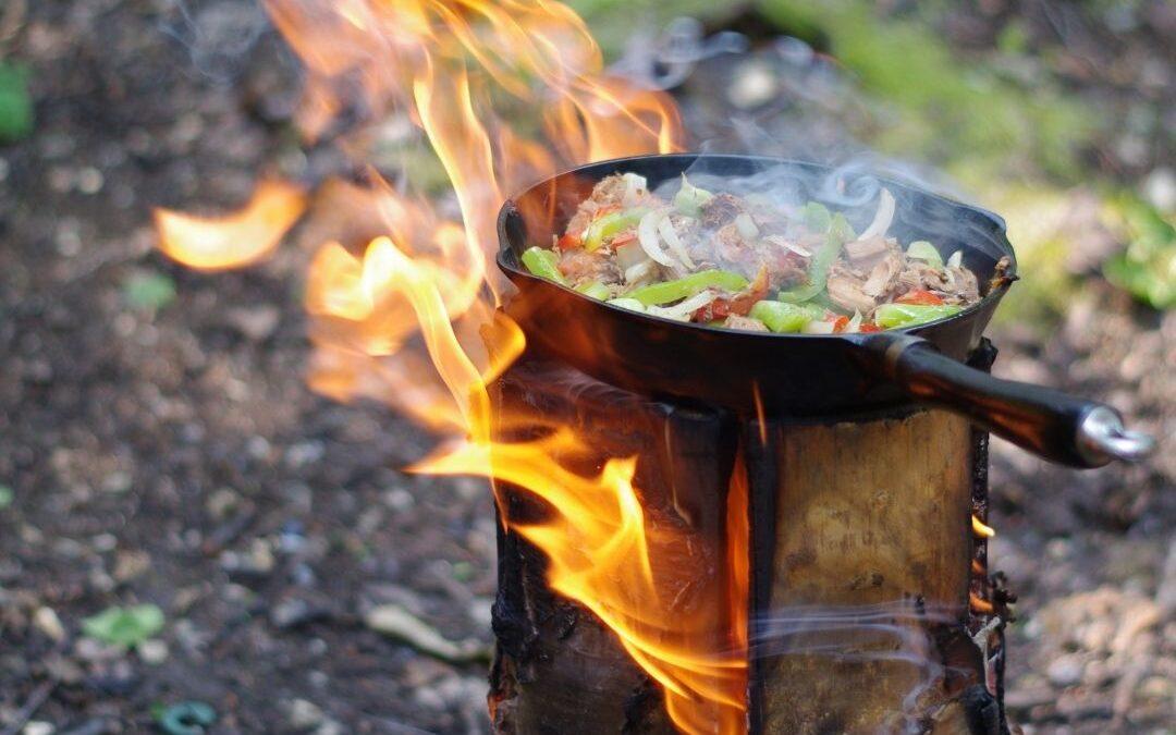 How to Prepare Carnitas on a Swedish Log Fire